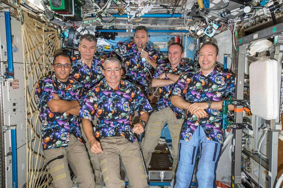 he six Expedition 53 crew members gather together in the Destiny laboratory module for a group portrait.