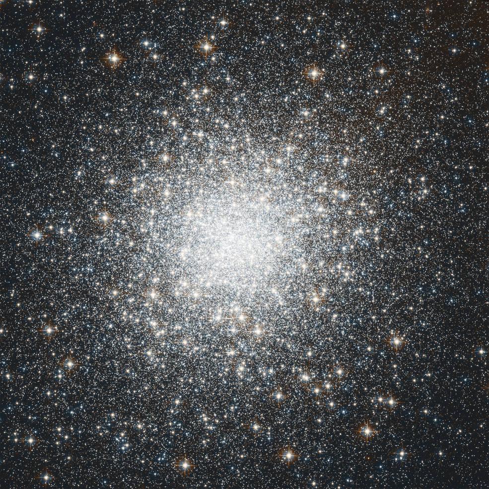 Hubble mosaic of M2