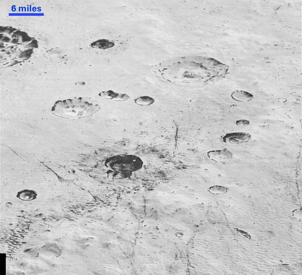 NASA показала поверхность Плутона в высоком разрешении