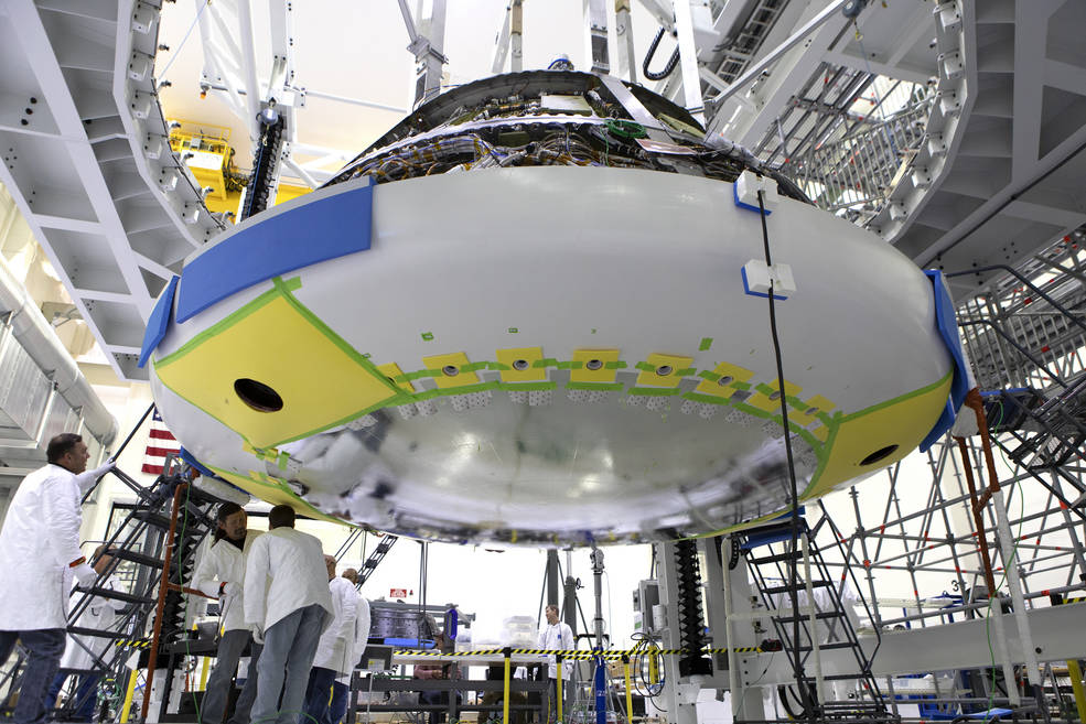 SLS block 1 (Orion Artemis-1) - Fin 2021 Orion_heat_shield_install
