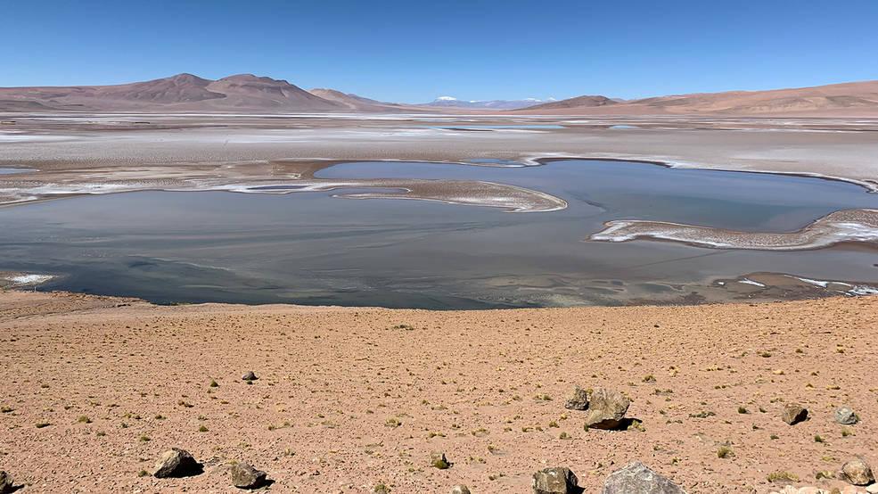 ทะเลสาบน้ำเค็ม แผ่นเกลือ Quisquiro ใน Altiplano ของอเมริกาใต้ ซึ่งเป็นพื้นทีๆนักวิทยาศาสตร์คิดว่าคล้ายกับภูมิทัศน์ใน Gale Crater บนดาวอังคาร