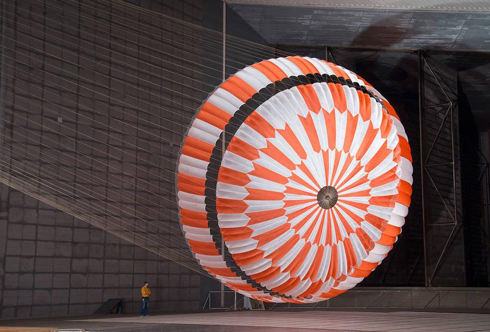 Supersonic parachute