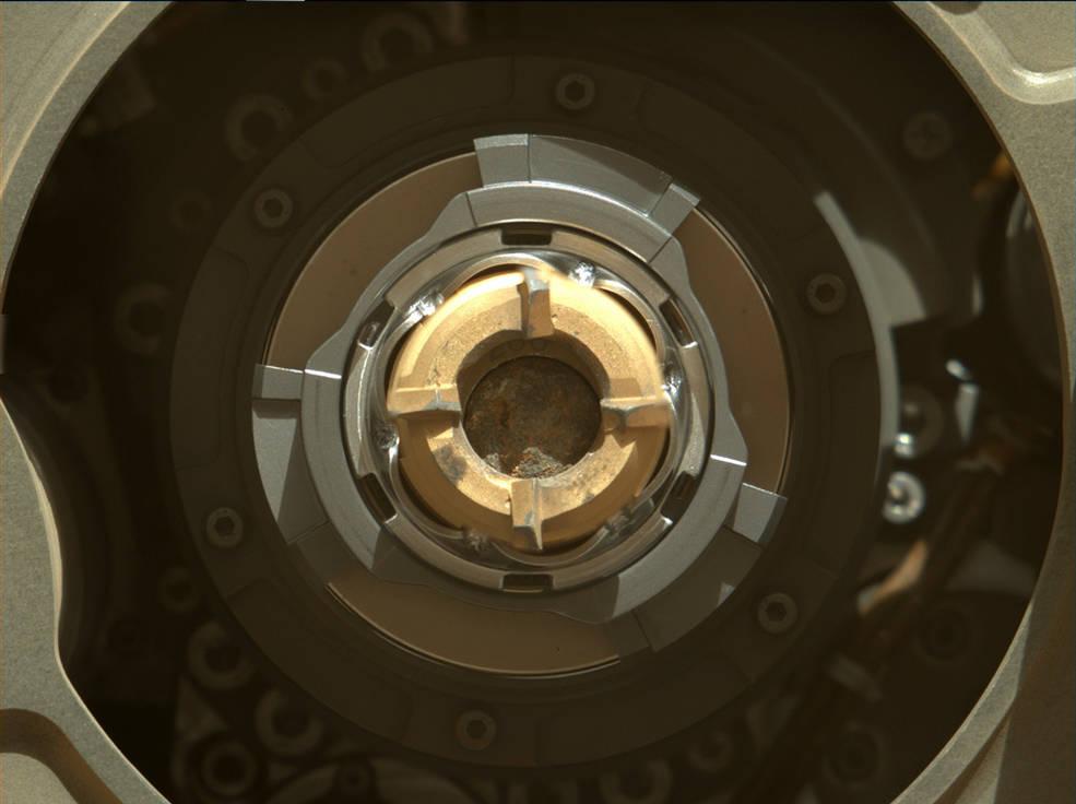 El Rover Perseverance de la NASA extrae por primera vez el núcleo de una roca marciana