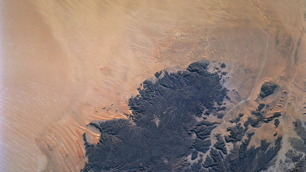 Deserts like the Sahara harbor fresh water aquifers that can be affected by Earth's changing climate