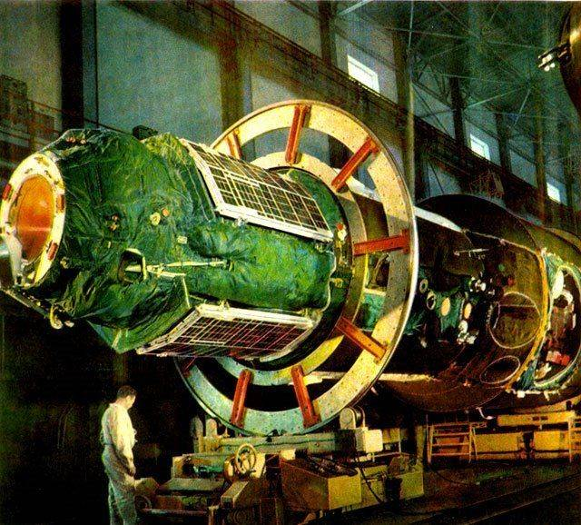 salyut_launch_3_in_assembly_baikonur_color_high_quality