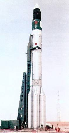 salyut_launch_5_on_top_of_proton_on_pad