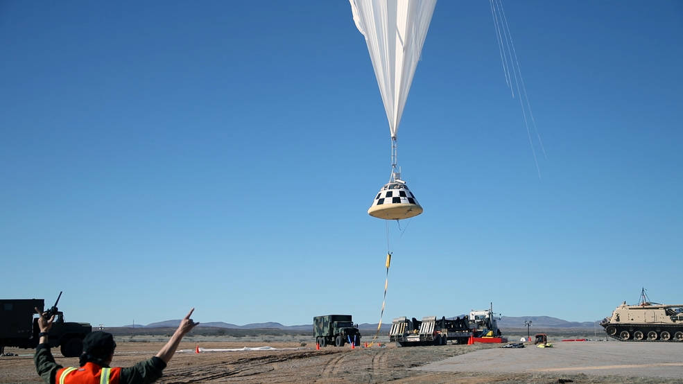 A balloon lifts off carrying a Starliner boilerplate for a drop test