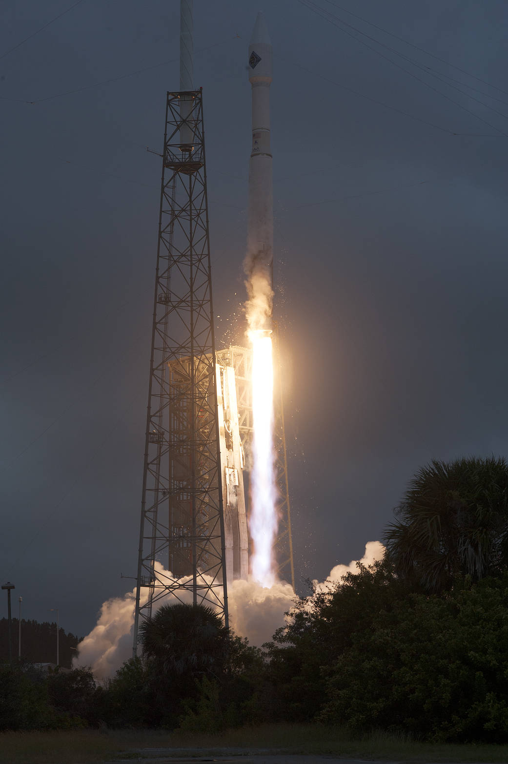 Atlas V roars spaceward with Orbital ATK Cygnus spacecraft