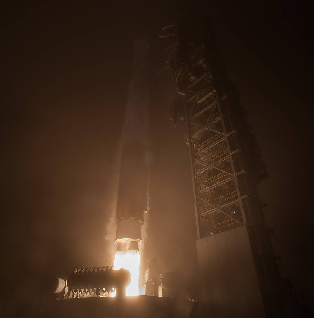 Liftoff of Insight mission aboard ULA Atlas V rocket in foggy early morning