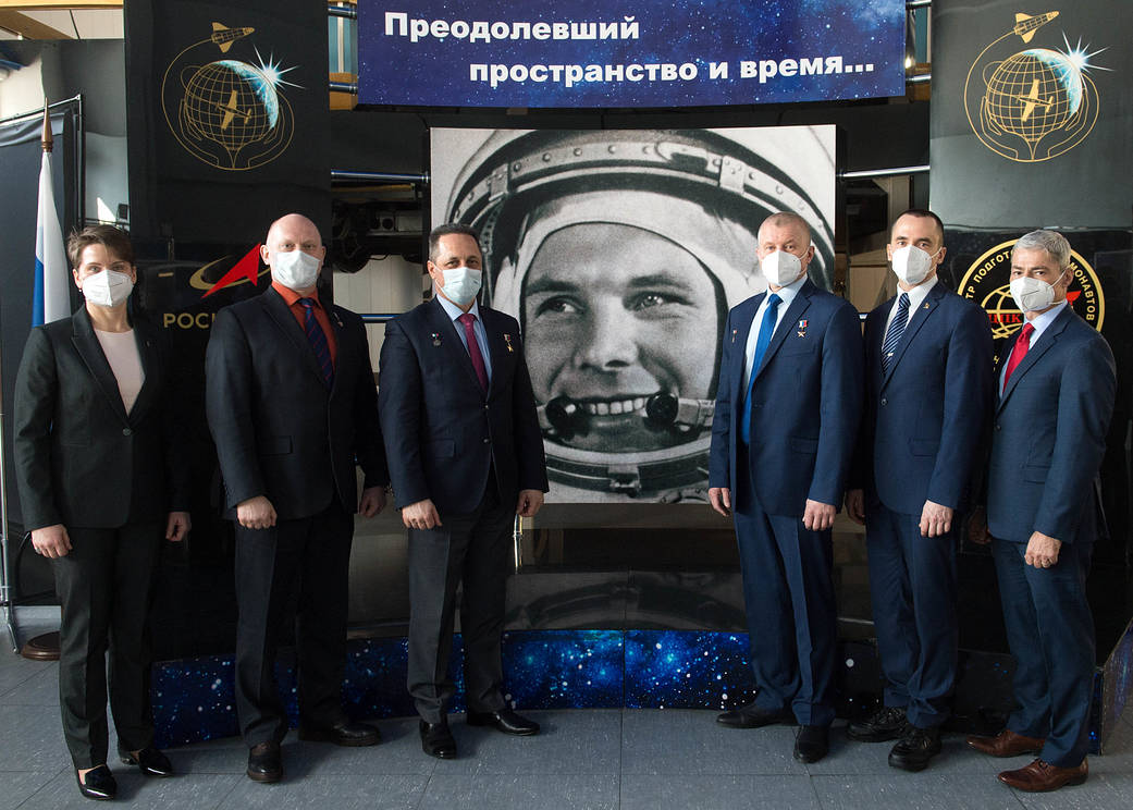 Expedition 65 backup and prime crew members