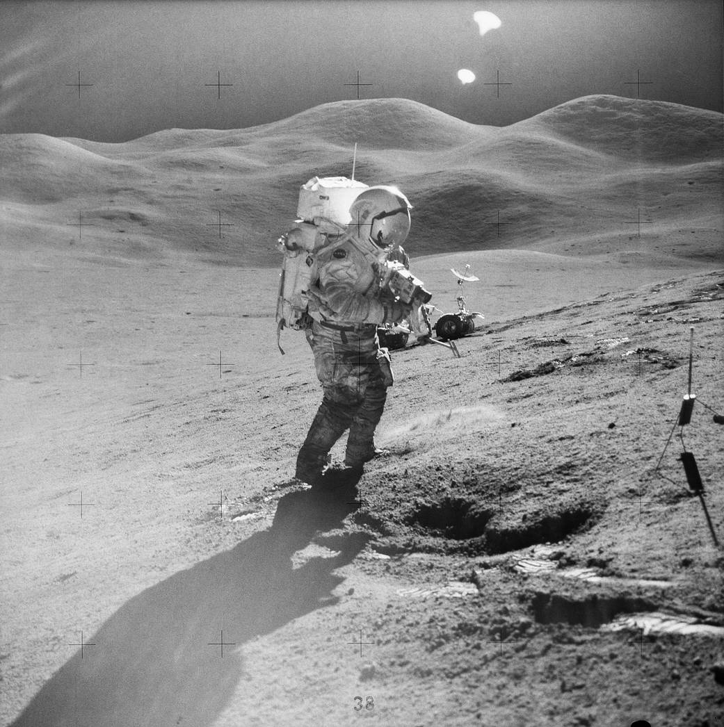 Astronaut in spacesuit walks on lunar surface