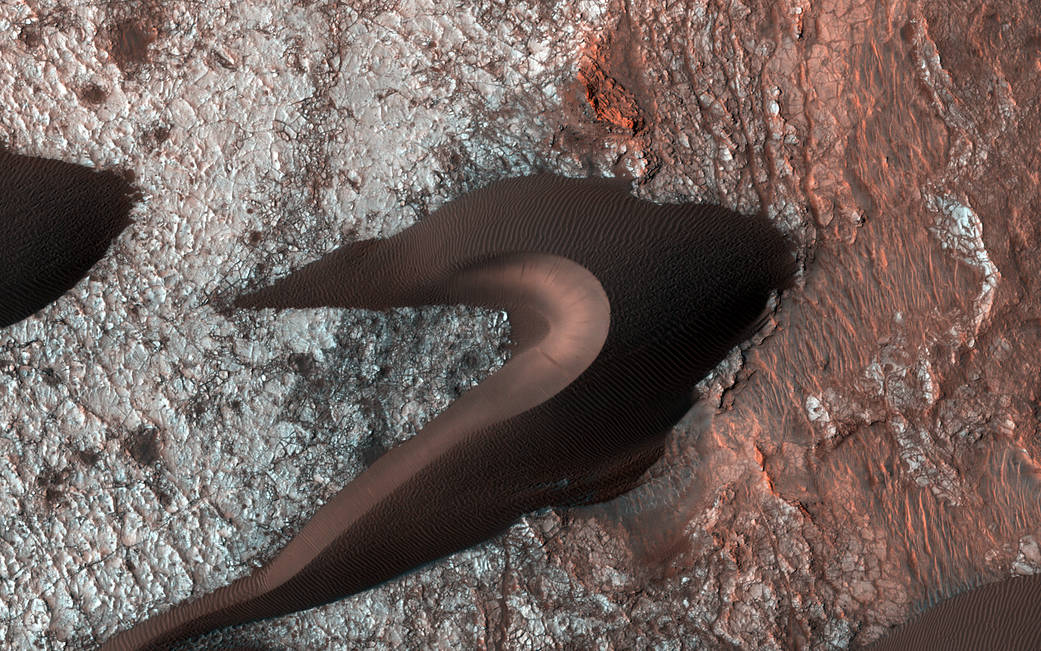Dunes on the surface of Mars photographed in close by the Mars Reconnaissance Orbiter