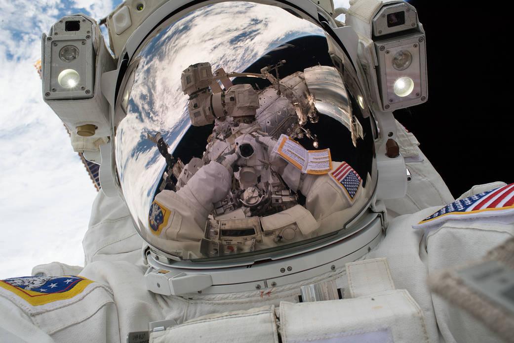 """Mark Vande Hei's """"Space-Selfie"""""""