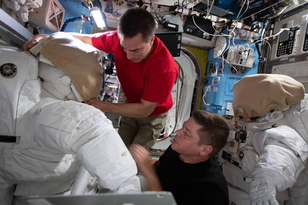 NASA astronauts Chris Cassidy and Bob Behnken