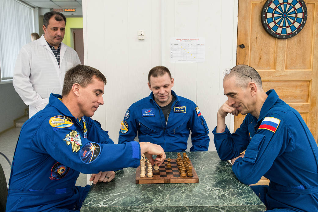 MS-16 Expedition 63 crew members play a game of chess