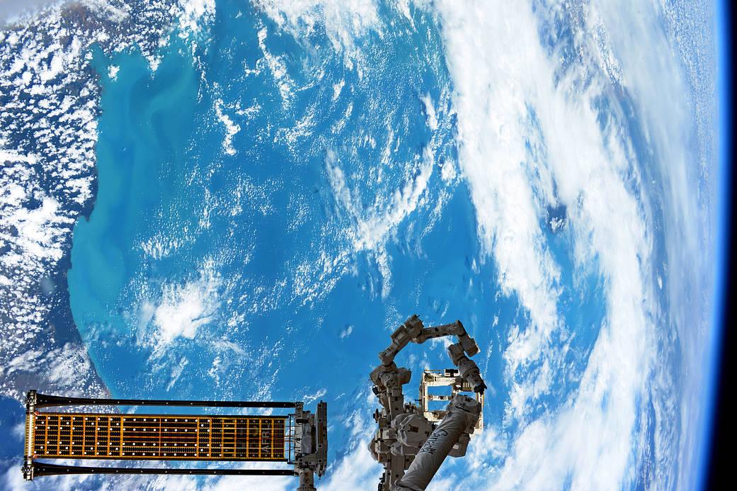 Fotografías de la Tierra tomadas desde la Estación Espacial Internacional Party-horn-135g6832