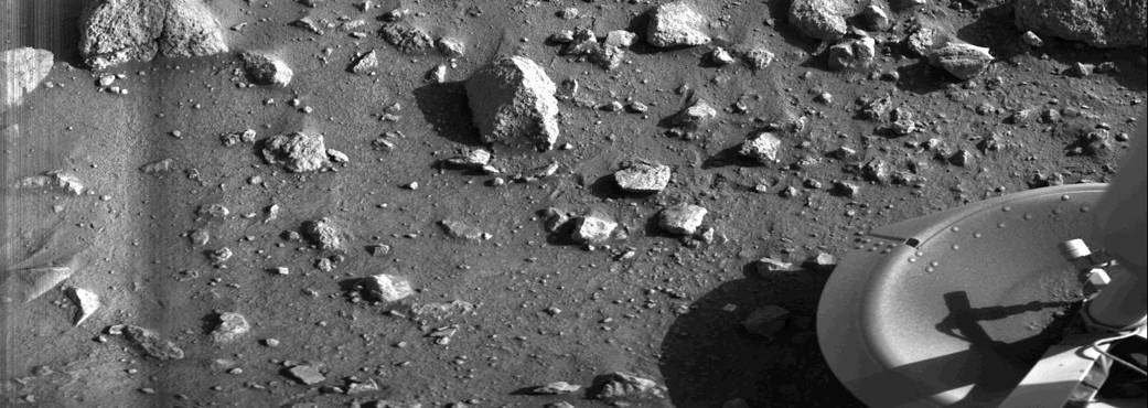 First image of Martian Surface from Viking 1
