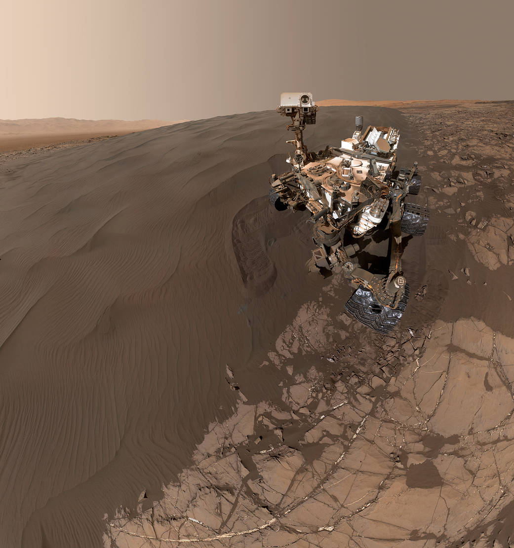 Curiosity selfie near the sand dunes on Mars