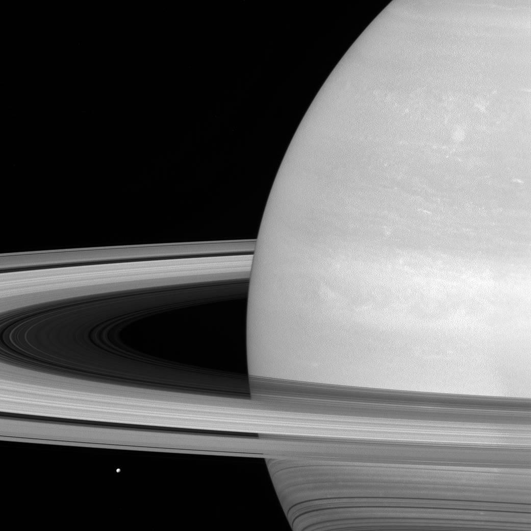 Saturns ringe og den lille måne Mimas