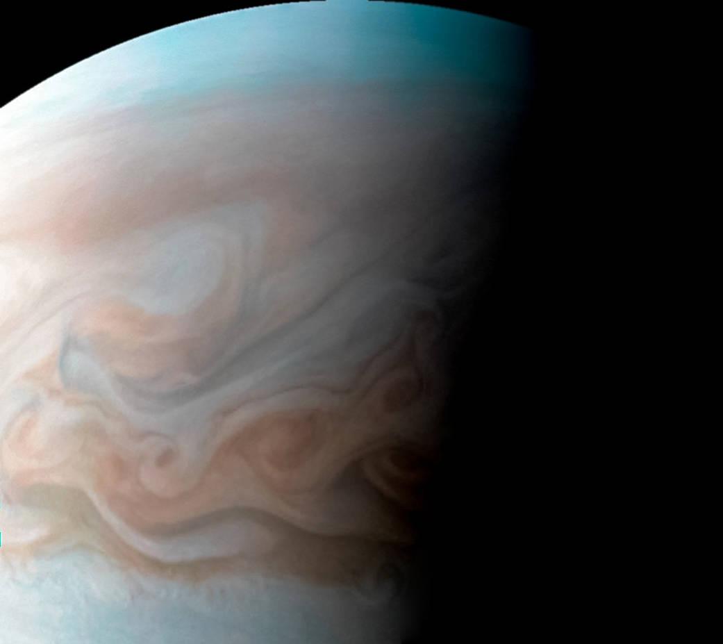 Гигантский вихрь на Юпитере.