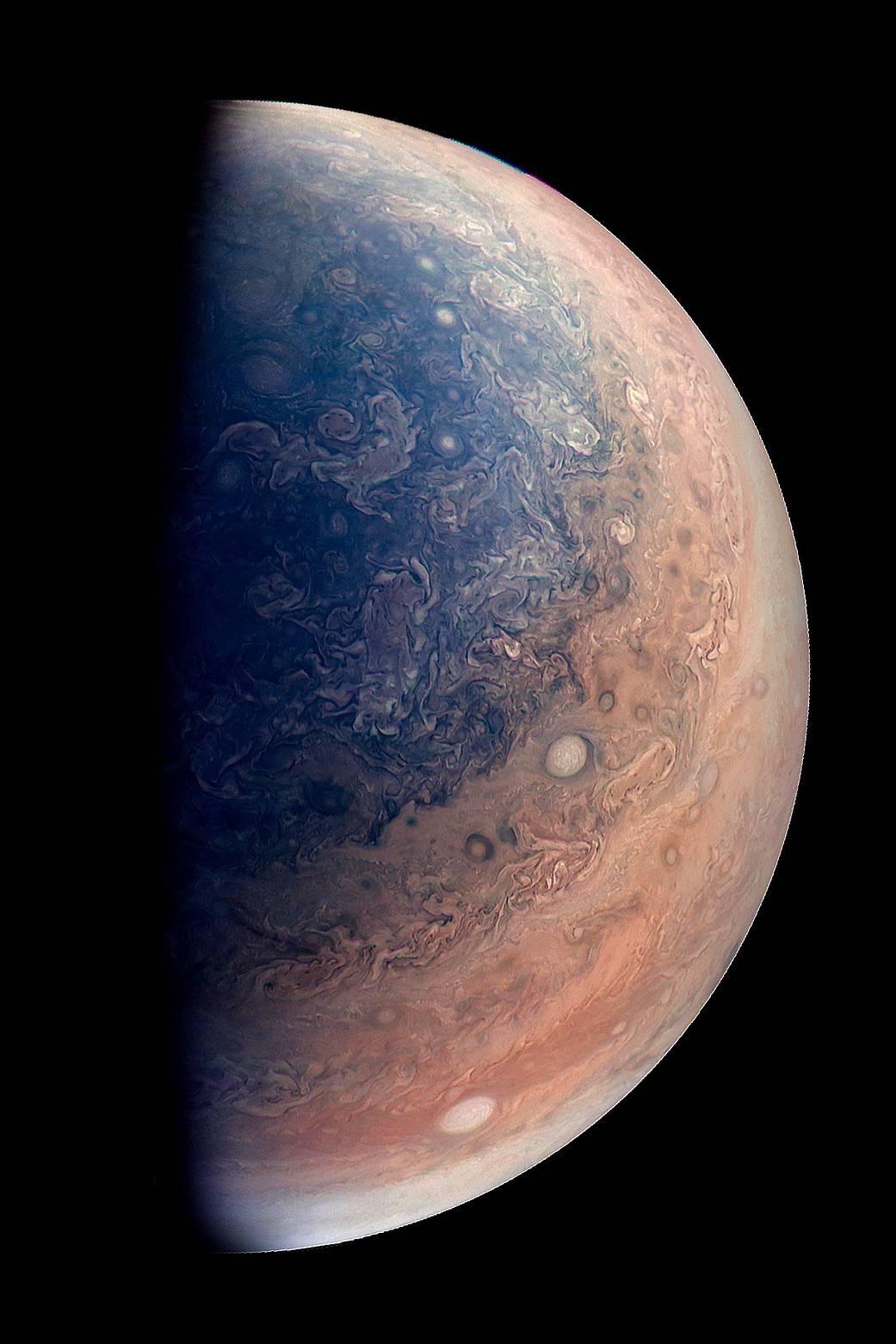 Noi imagini cu Jupiter capturate de sonda Juno arata superb 137
