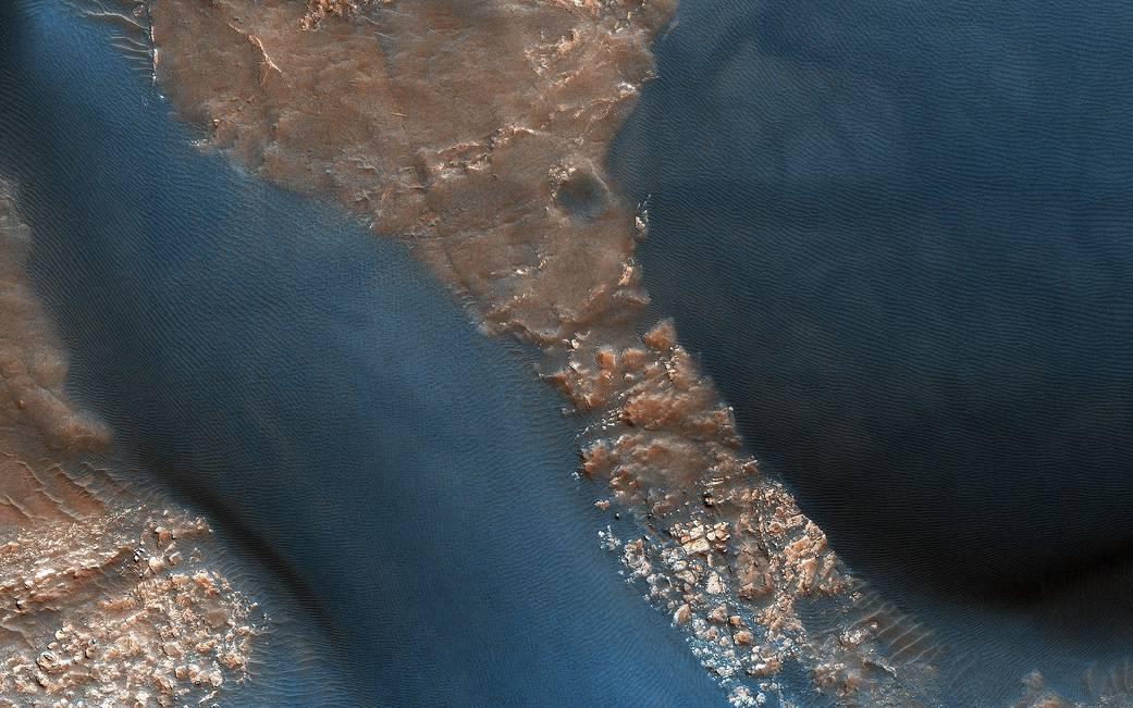 dunes in Wirtz Crater