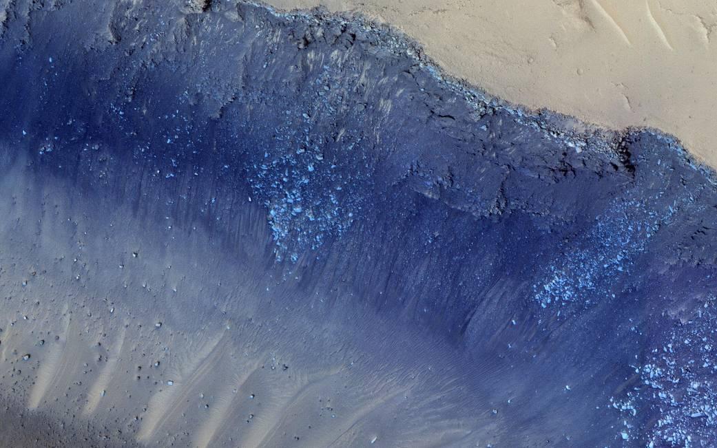 Sonda MRO zaznamenala sesuvy půdy na Marsu