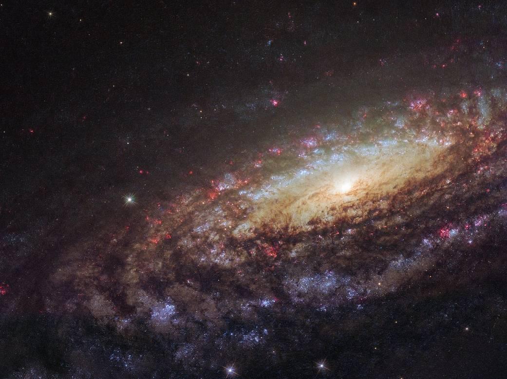 Hubble's Majestic Spiral in Pegasus  Potw1805a