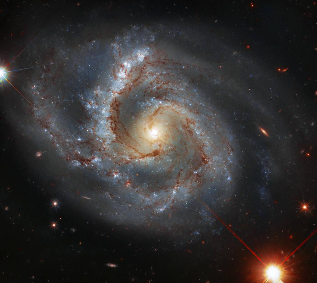 El Hubble detecta una galaxia con un brazo peculiar
