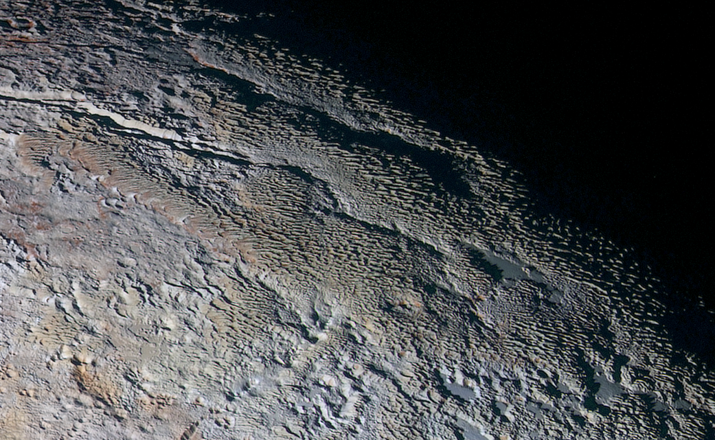 New Horizons : objectif Pluton - Page 5 Snakeskin_detail