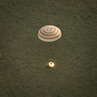 Expedition 43 Crew lands