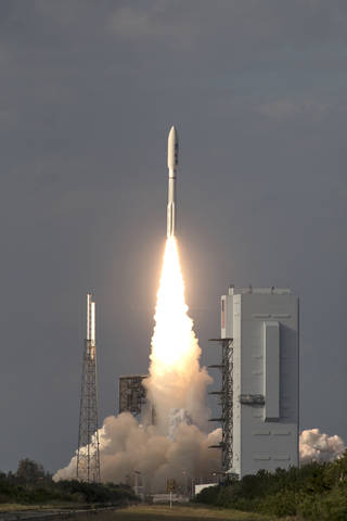 Liftoff of Atlas V rocket with GOES-S satellite