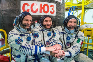 Expedition 60 crew members