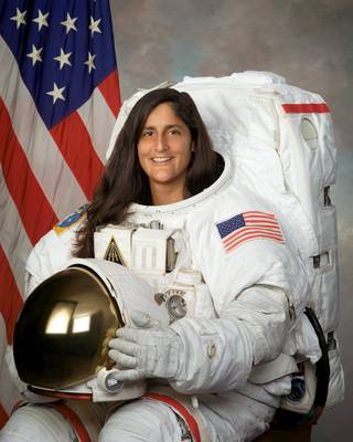 Astronaut Suni Williams, NASA photo (30 July 2013) 9401781521_08b96dfffc_o.jpg