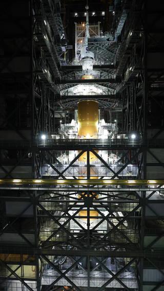 SLS s Orionem pro misi Artemis I