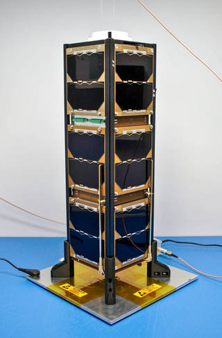 Bobcat-1 con su antena desplegable guardada.