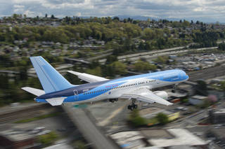 The Boeing ecoDemonstrator 757 flight test airplane, makes a final approach to King County Field in Seattle, WA.