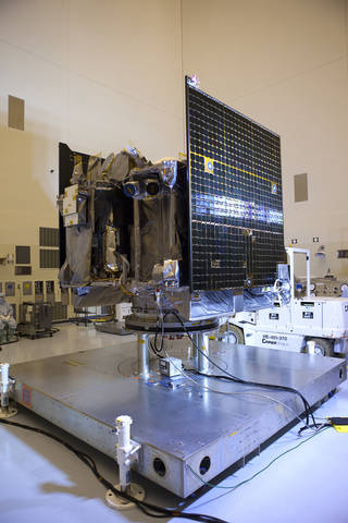 Inside the Payload Hazardous Servicing Facility, illumination testing is underway Aug. 5 on the power-producing solar arrays of