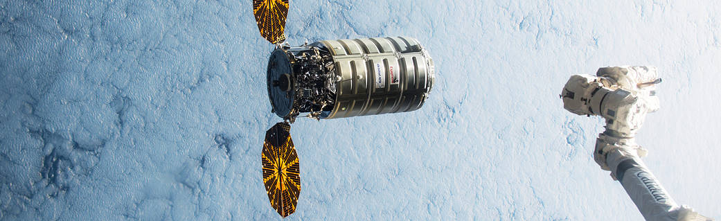 iss-45_cygnus_5_approaching_the_iss_2.jp