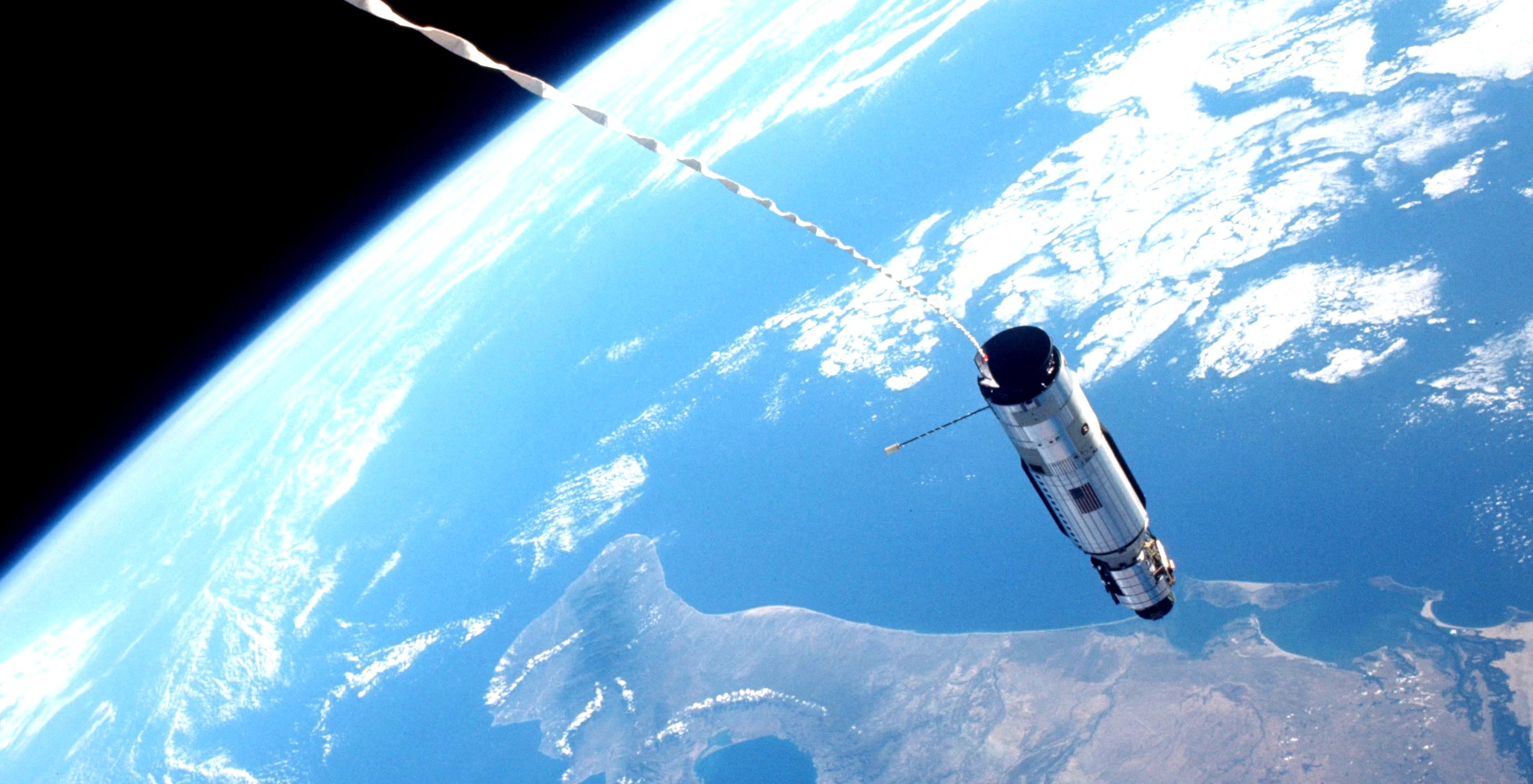 Gemini XII tethered to the Agena to test using centrifugal ...