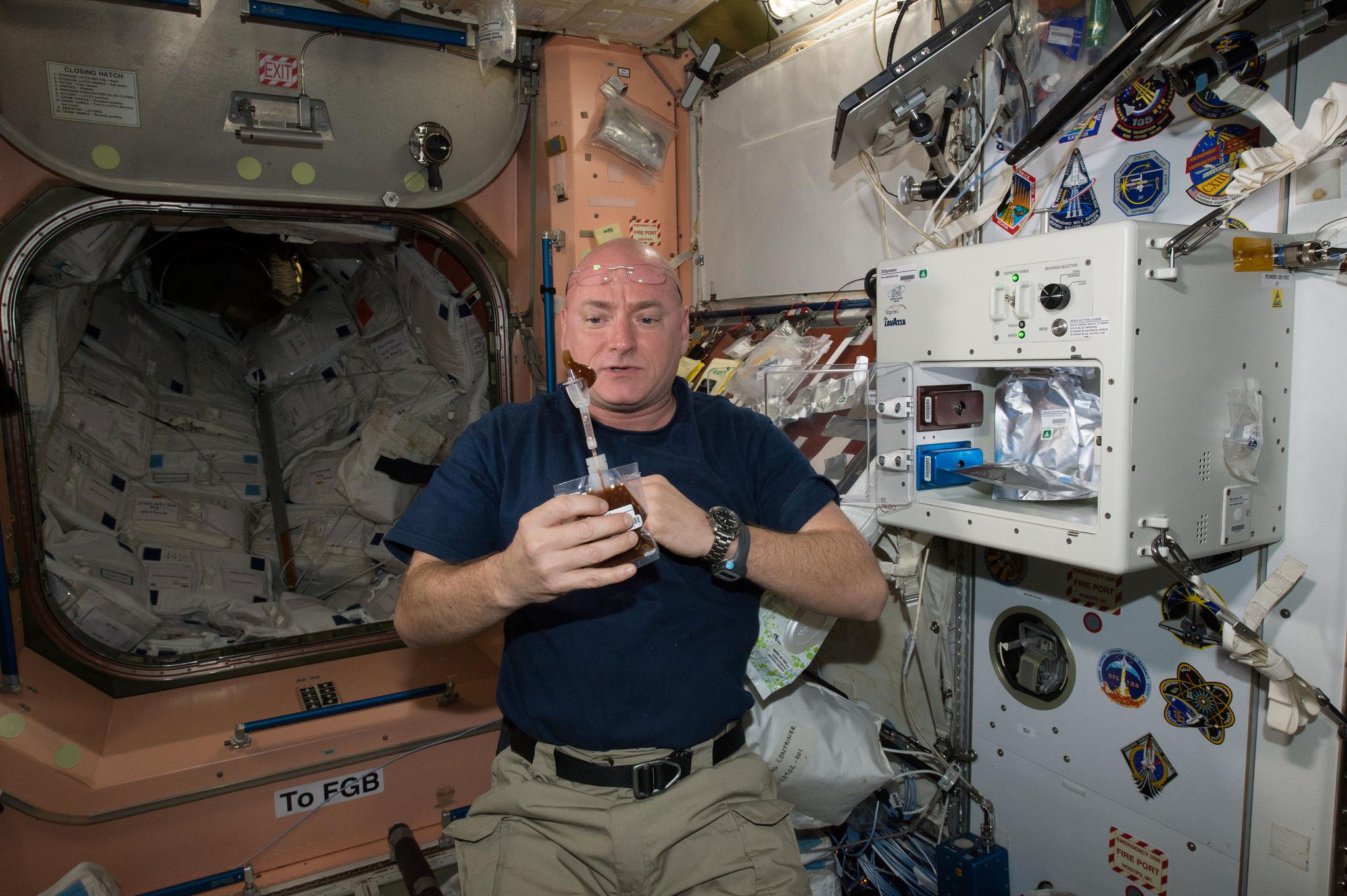 поиска: Поиск как себя чувствуют космонавты послеприземления краску