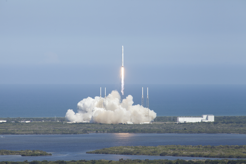 Falcon 9 Roars Skyward To Send Dragon On Supply Run To