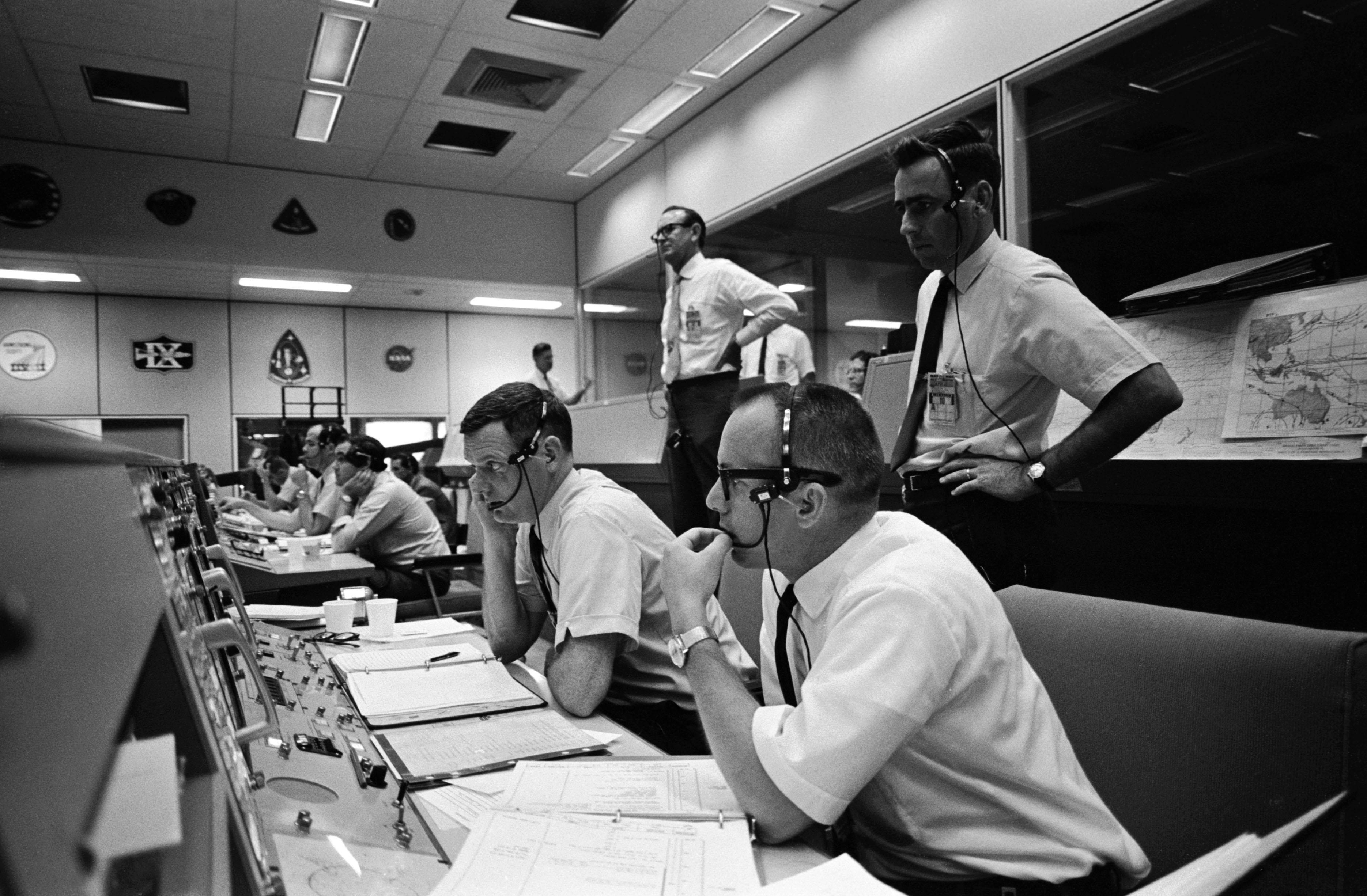 apollo 13 nasa mission control - photo #16
