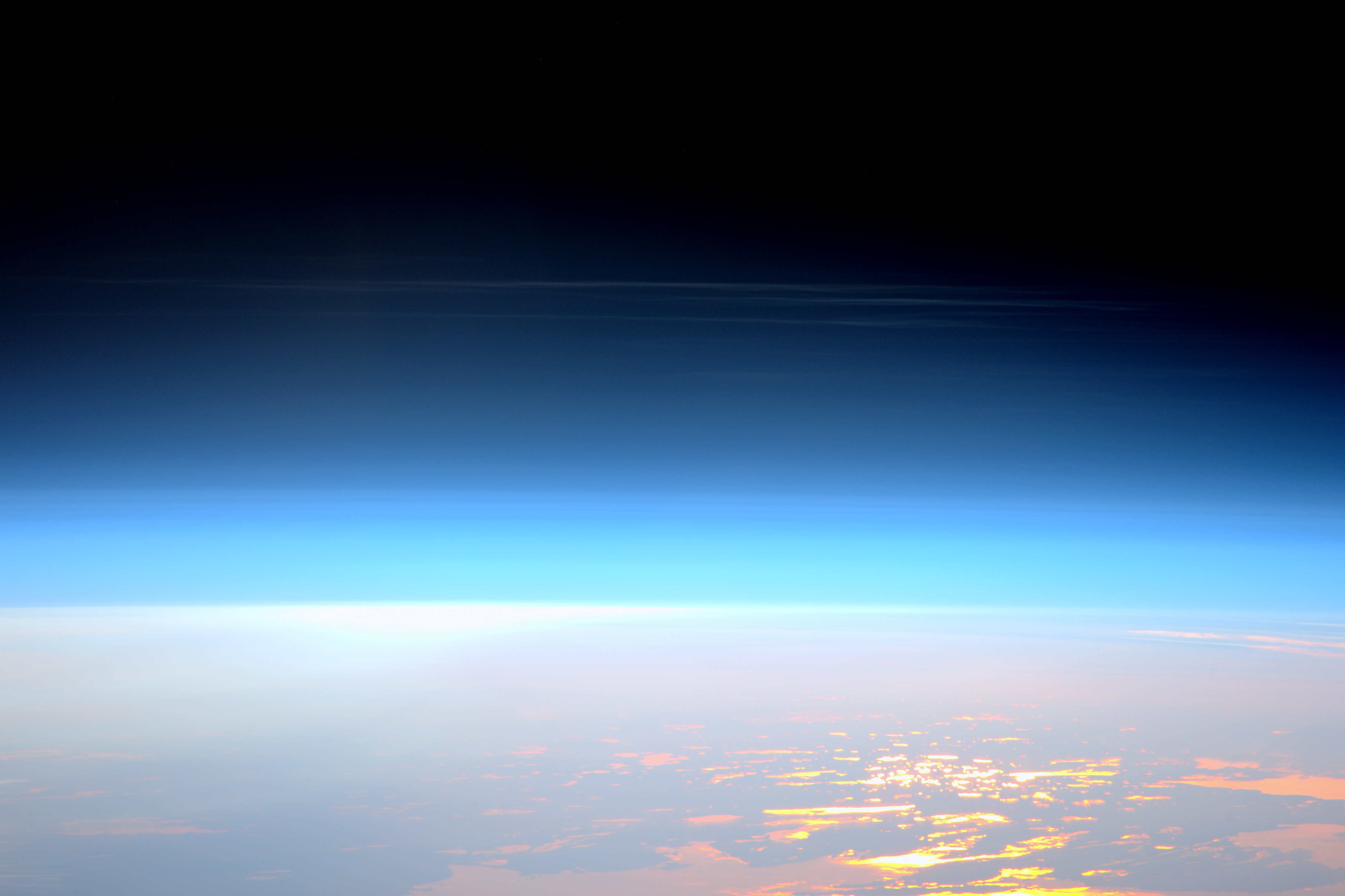 Space Station View of Noctilucent Clouds | Pacosite's Blog