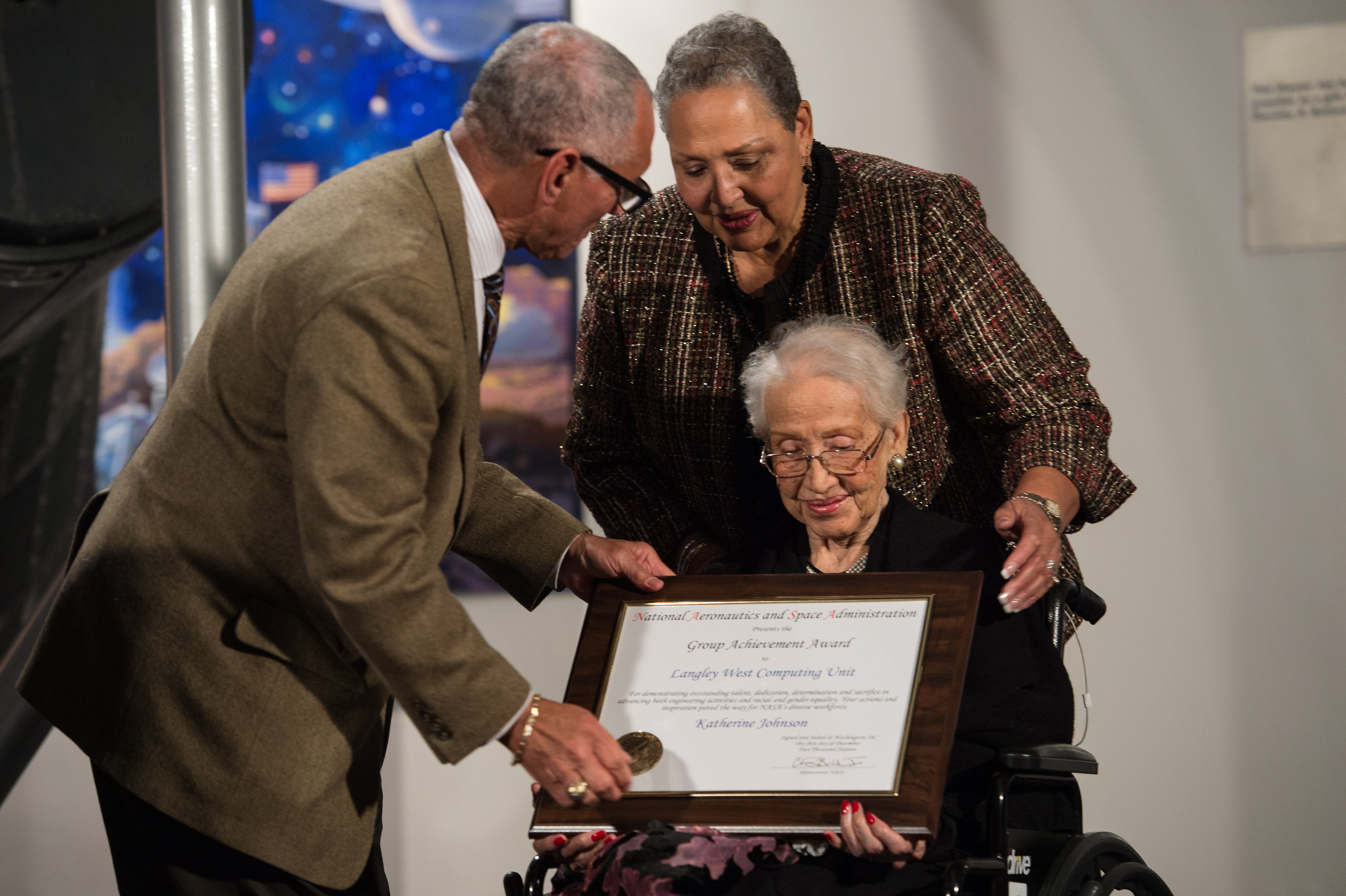 Gallery images and information annie keenan reduction - Nasa Administrator Bolden Gives Award Certificate To Katherine Johnson Back To Gallery