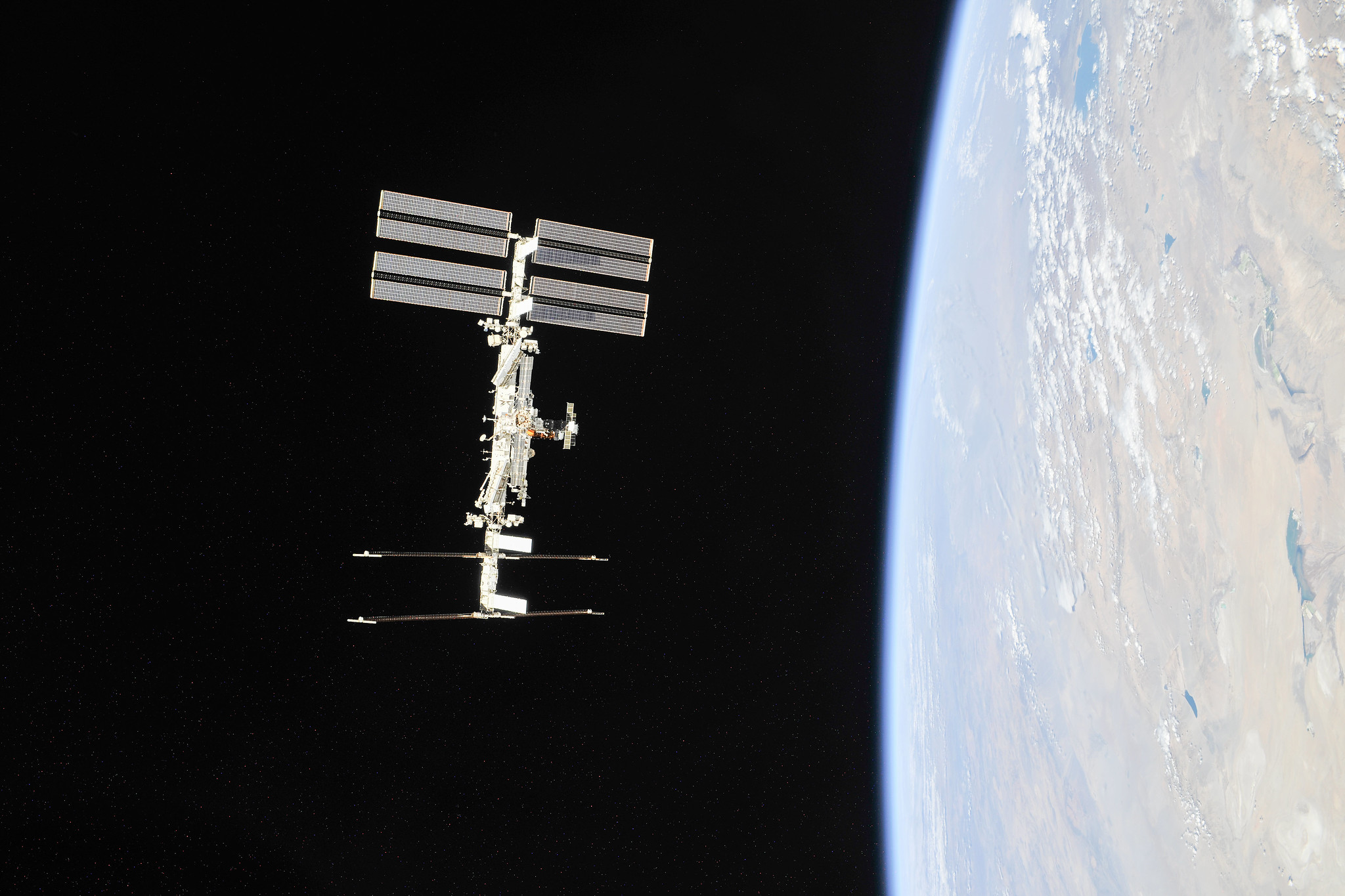 NASA, Axiom Agree to First Private Astronaut Mission on Space Station - NASA