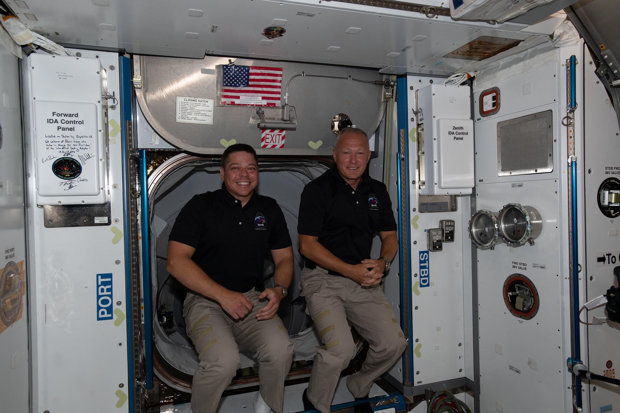 NASA Broadcasts First Splashdown of American Astronauts in 45 Years