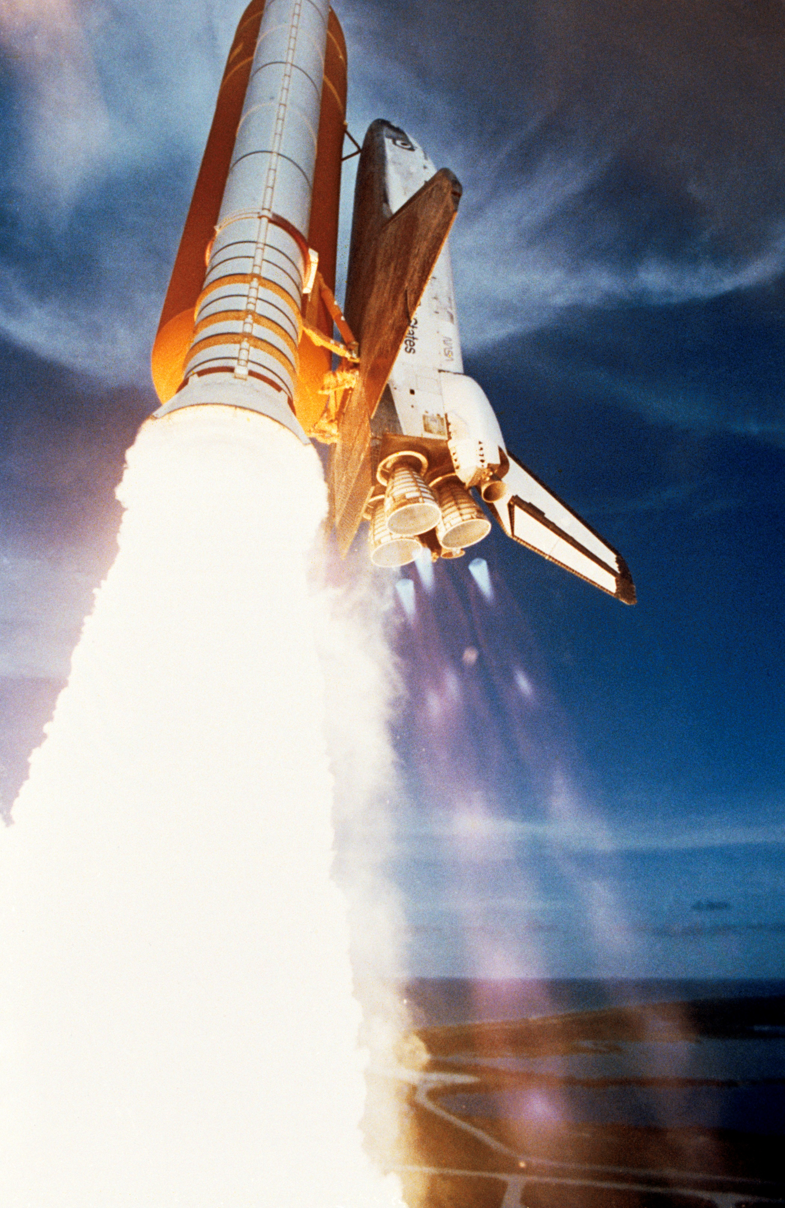 shuttle challenger launch on a week long mission - Challenger 1985