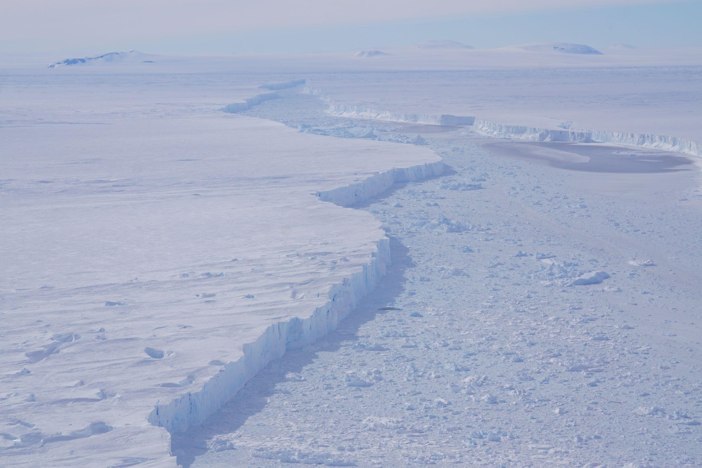 Image: Massive Antarctic Iceberg Spotted on NASA IceBridge Flight