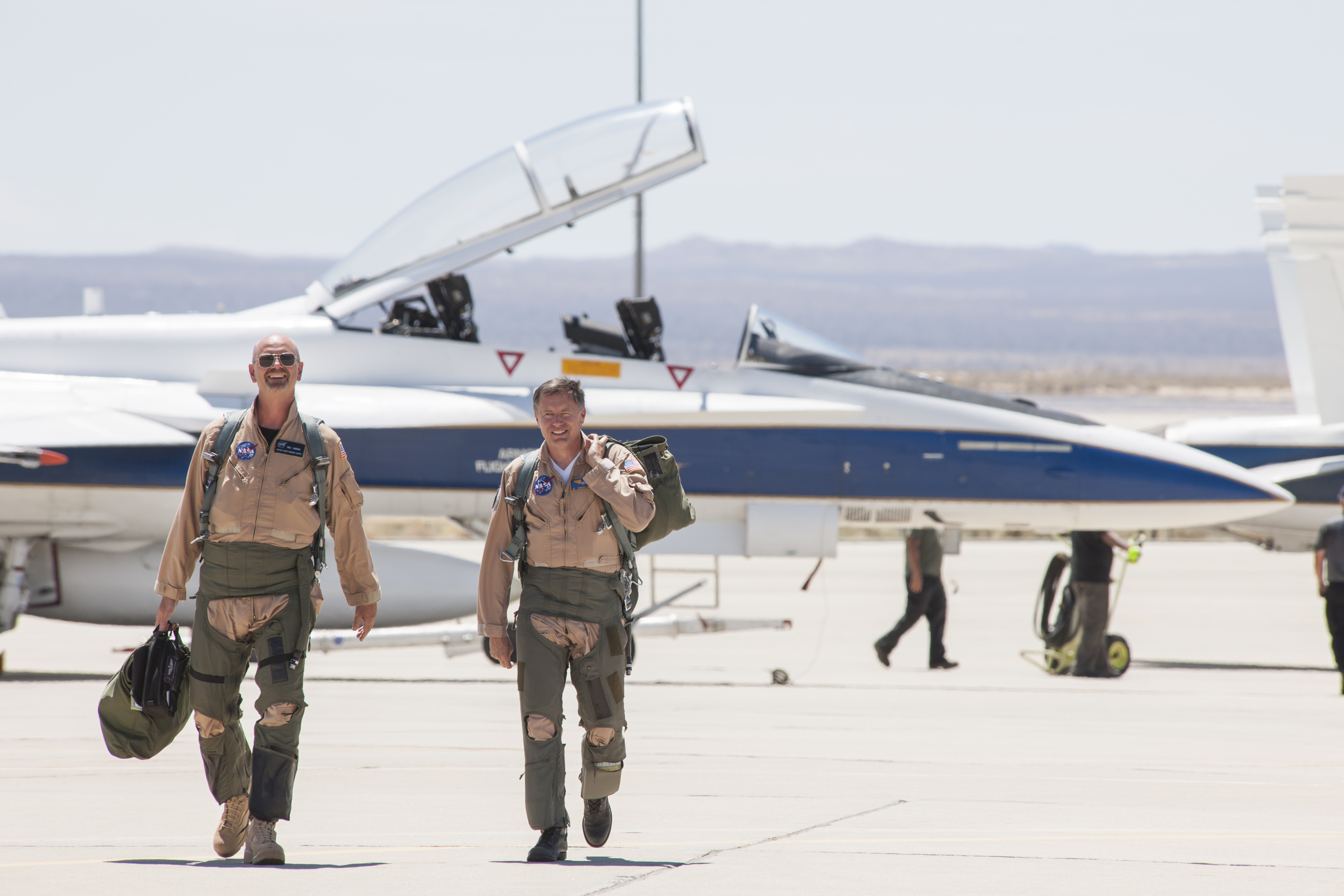 NASA F-18 chase plane tests ways to soften sonic booms ...